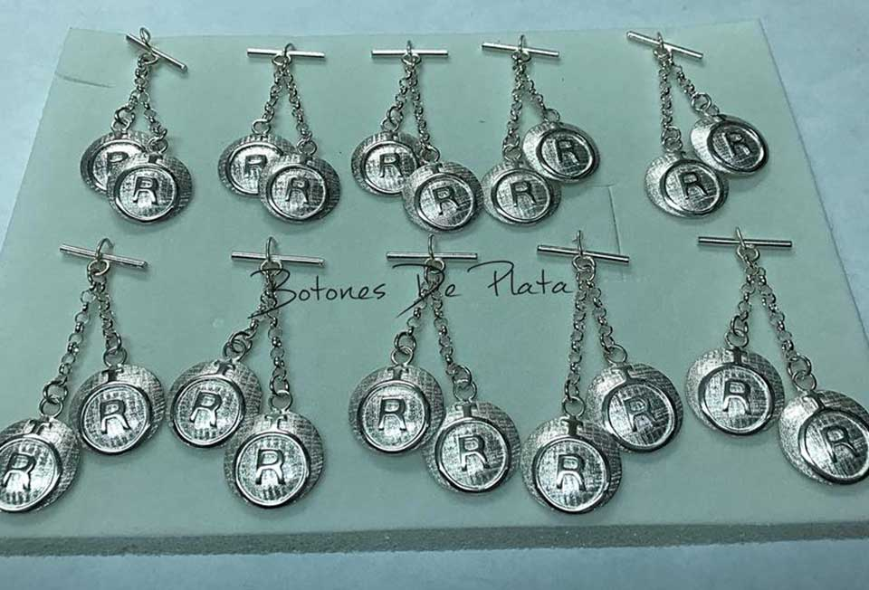 Botones de Plata-Caireles-dos-chapas-sin-cerco.-123