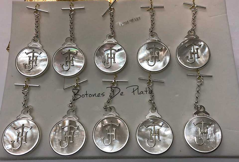Botones de Plata-Caireles-nacar-y-plata.-1
