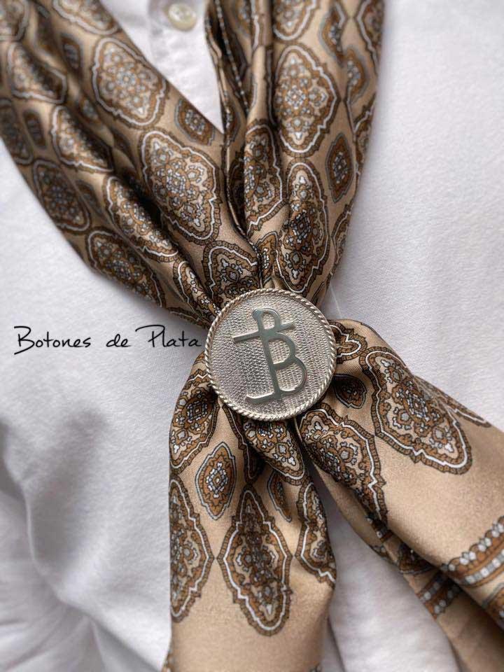 botones de plata-Pasapañuelos-con-el-hierro-de-su-propietario