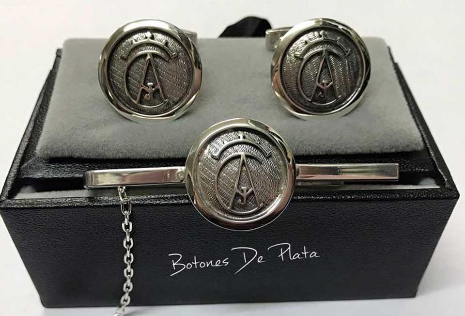 botones de plata-portada_Pisacorbatas-cerco-liso