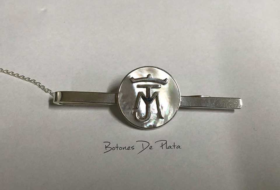botones de plata-portada_Pisacorbatas-nacar-y-plata