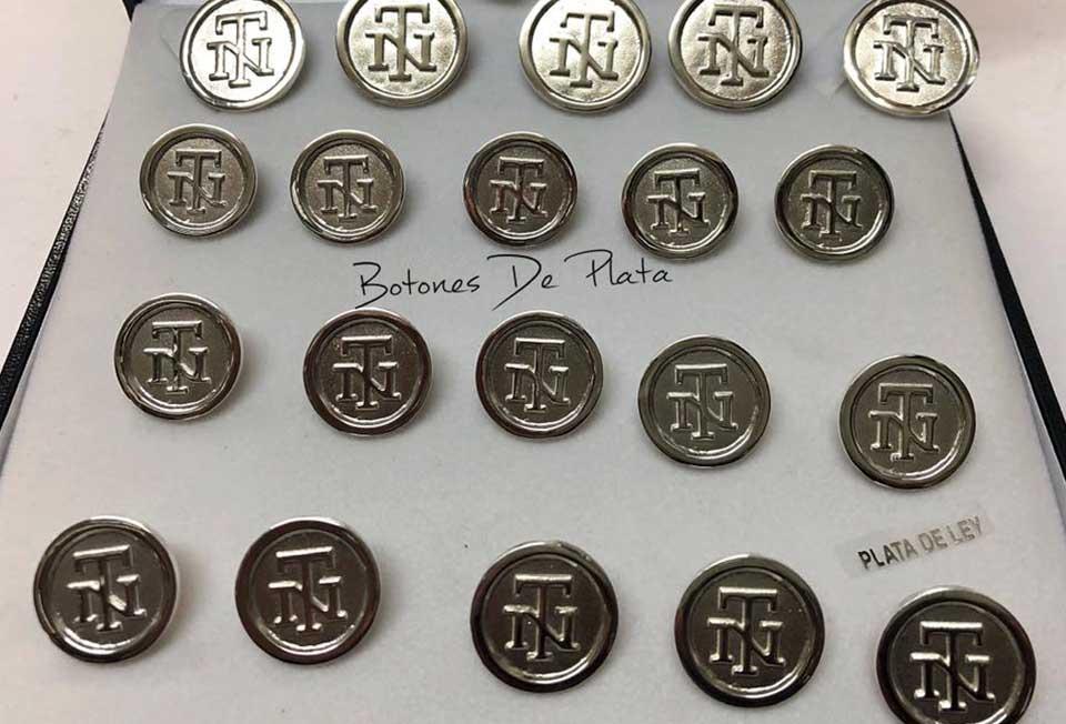 Botones de Plata-botonadura-cerco-liso-fondo-brillante