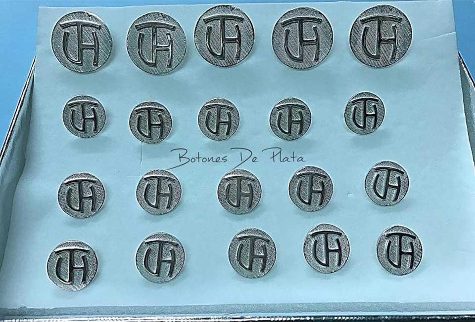 Botones de Plata-botonadura-sin-cerco-brillante-1