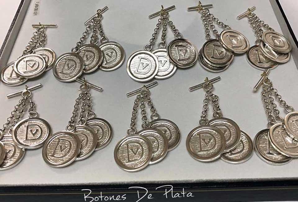 Botones de Plata-caireles-DV-tres-chapas