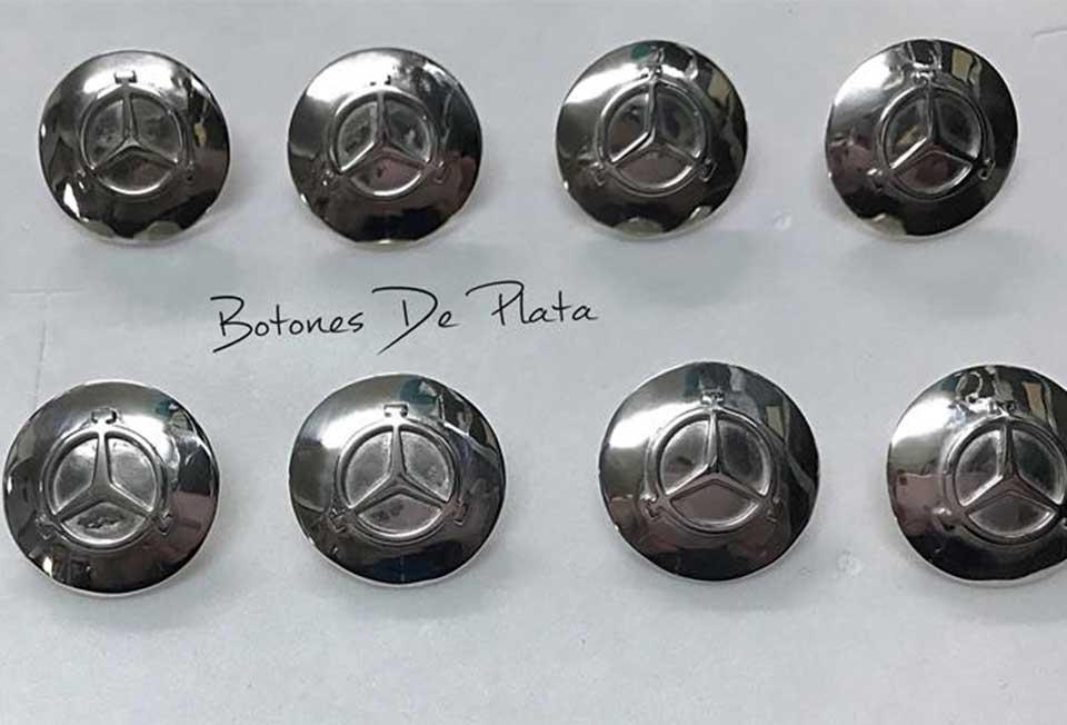 Botones de Plata-caireles-forma-de-boton-hierro-Javier-Molina
