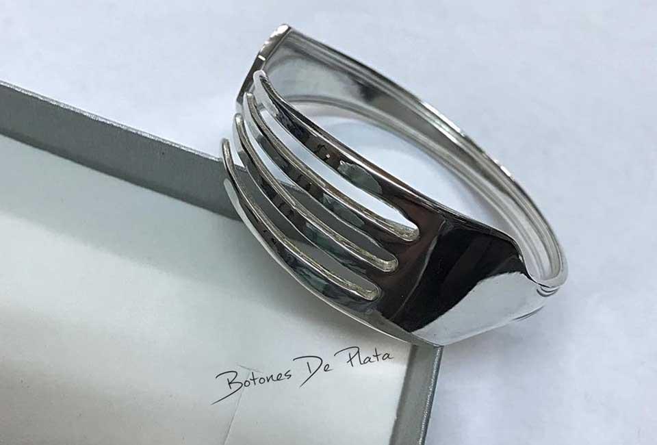 botones de plata-pulsera-tenedor