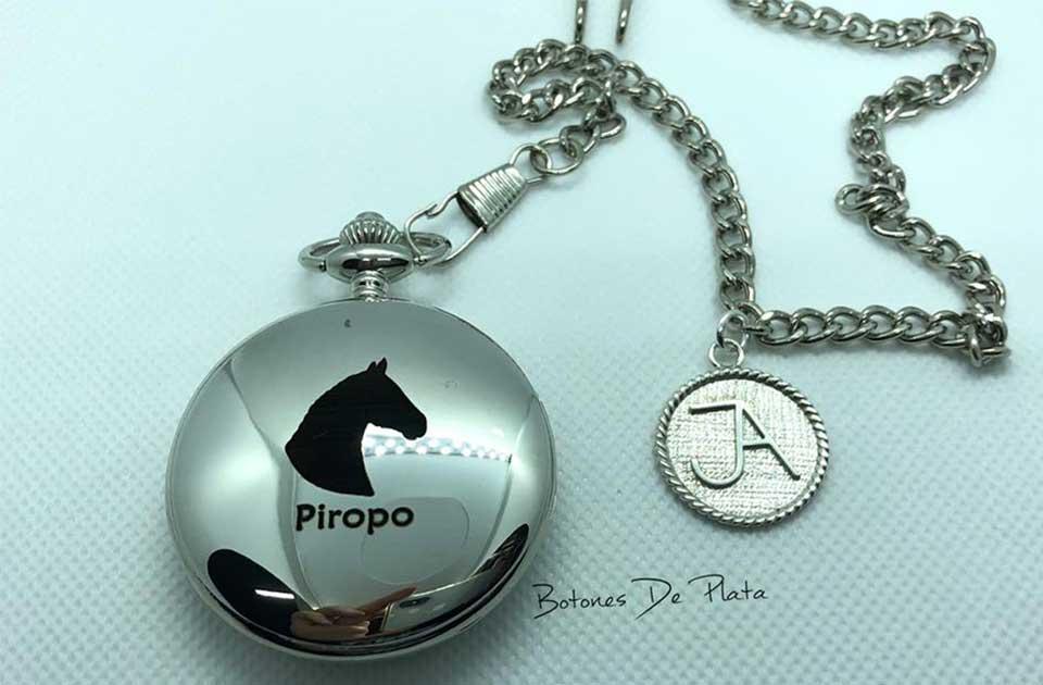 botones de plata-reloj-bolsillo-grabado-caballo-y-chapa-de-plata-personalizada